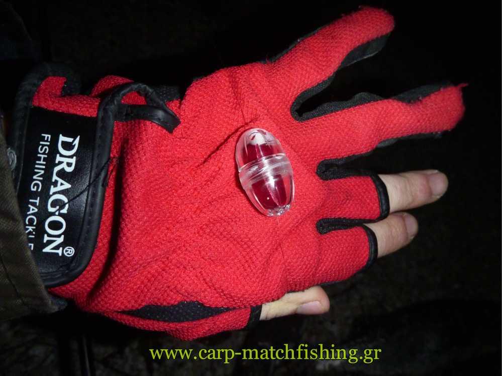 blutbombette-glove-spinning-carpmatc.jpg